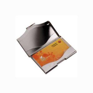 Korthållare Matt Blank visas med kort