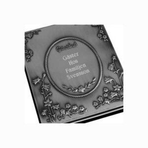 Gästbok med ristad exempelgravyr